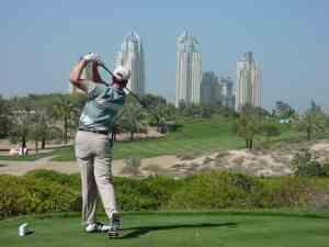 Игра в гольф в Дубае